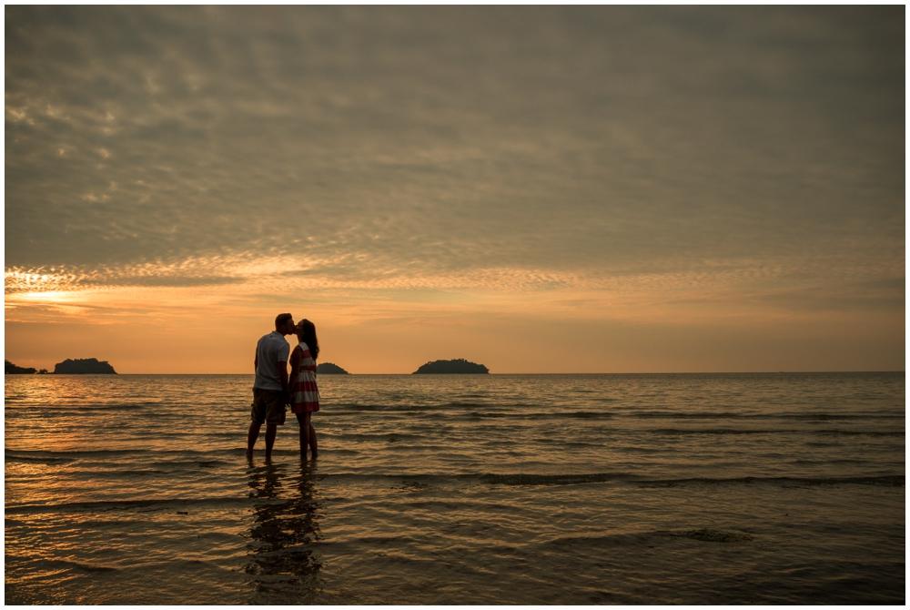Verlobungsfotos am Strand von Thailand