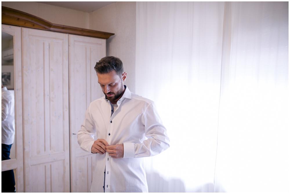 Anziehen Bräutigam